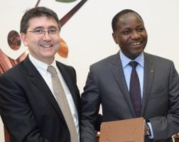 Patrick Poirier, PDG de Cemoi, et Mamadou Sangafowa Coulibaly, ministre de l'Agriculture ivoirien, le 19 décembre 2013 à Perpignan © Cemoi