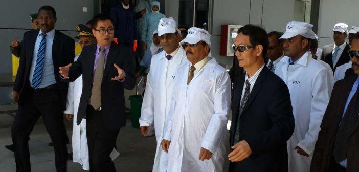 Visite du président mauritanien dans l'usine chinoise de poissons de Poly- Hondone à Nouadhibou