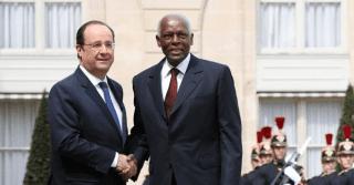 Le président angolais José Eduardo Dos Santos reçu à l'Elysée par François Hollande