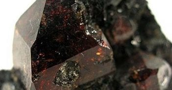 pierre de zircon