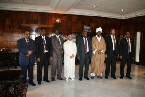 Mostpha Faress au milieu et ses invités
