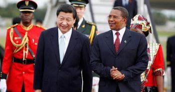 Xi Jinping accueilli par son homologue tanzanien Jakaya Kikwete
