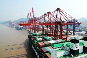 Cargo chargés de containers