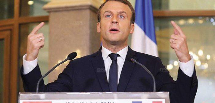Emmanuel Macron devant les étudiants de l'université de Ouagadougou