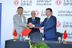 Abdellah El Mouadden, Directeur général d'Africa Motors, filiale du groupe Auto Hall (à droite) et Zhang Xinhai, Directeur général de DFSK