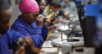 Une entreprise de taille et de polissage de diamants, au Botswana