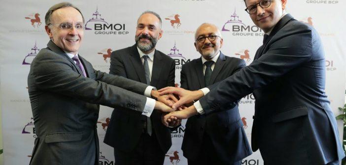 La cérémonie de signature qui s'est déroulée au siège de la BMOI à Antananarivo (de gauche à droite) : M. Alain MERLOT, Directeur Général de la BMOI, M. Kamal MOKDAD, Directeur Général de la BCP et de l'International, M. Naina Andriantsiohaina, Président du Conseil d'Administration, et M. Boris JOSEPH, Directeur Général BPCE International.