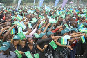 Une foule participant aux cérémonies de Kwita Izina
