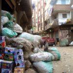 Déchets entassés dans un quartier périphérique du Caire