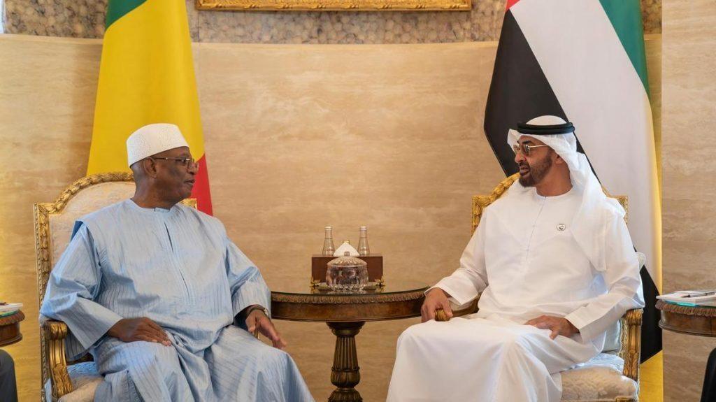 le président malien Ibrahim Boubacar Keita et Mohamed Ben Zayed, Mohammed ben Zayed Al Nahyane, prince héritier et ministre de la Défense d'Abu Dhabi