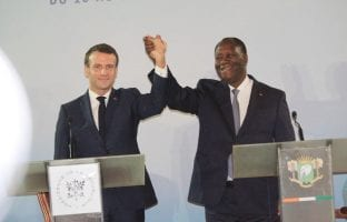 Les presidents Macron et Ouattara lors de la rencontre de décembre 2019 sur la réforme du FCFA.