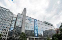 Bannière #EndRacism sur la façade du siège du Groupe de la Banque mondiale à Washington, DC