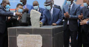 Le Président Ouattara présidant le 22 septembre à Abidjan à la cérémonie de pose de la première pierre de l'usine de transformation de fèves de cacao