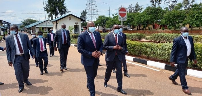 Albert Shingiro, ministre des Affaires étrangères du Burundi et son homologue, le Dr. Vincent Biruta du Rwanda