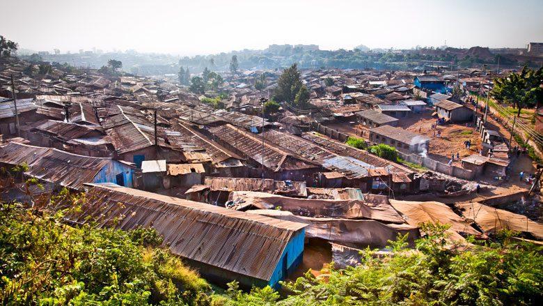 Kibera est l'un des plus grands quartiers informels d'Afrique (Nairobi, Kenya).