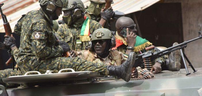 Guinée: tirs nourris dans le centre de Conakry, des militaires dans les rues (témoins à l'AFP)